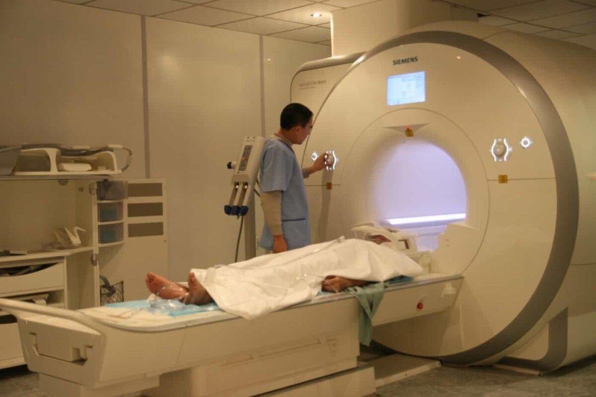 Chụp MRI để chẩn đoán gai cột sống thắt lưng