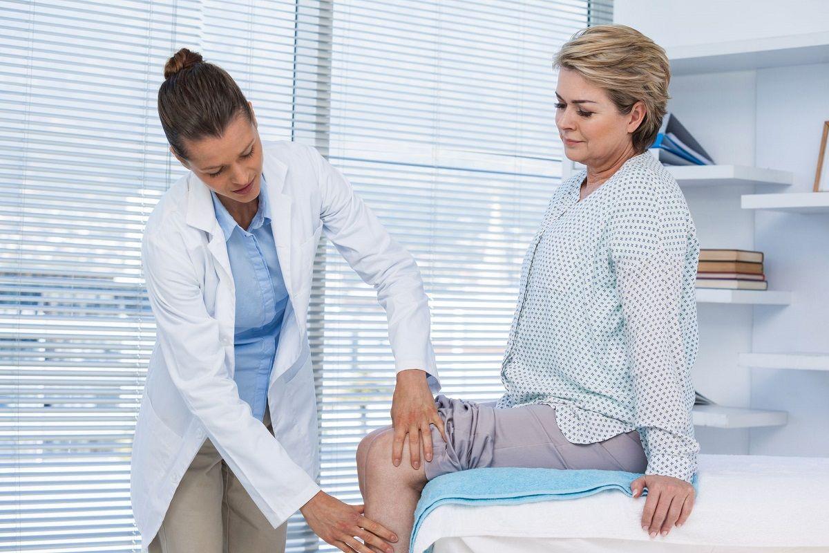 Bị bệnh khô khớp gối nên đi khám bác sĩ sớm