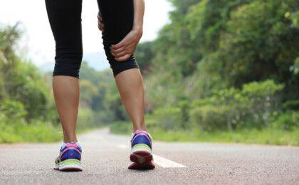 Người bị khô khớp gối có nên đi bộ không?