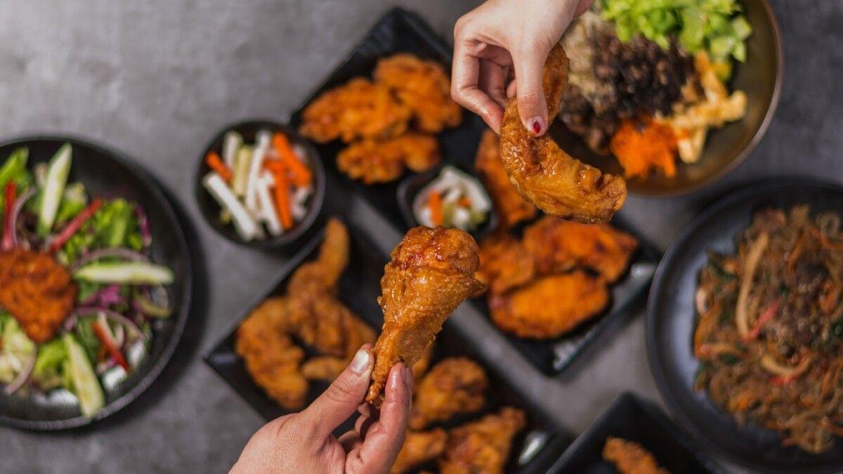 Đồ ăn nhanh có chứa nhiều chất phụ gia sẽ kích thích quá trình tăng trưởng của gai xương