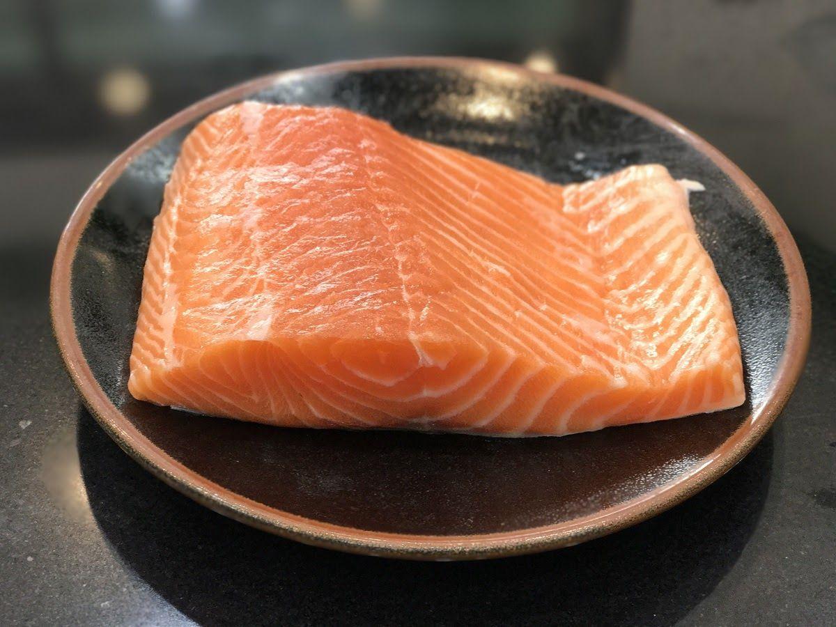 Omega-3 trong cá hồi rất tốt cho người bệnh thoái hóa đầu gối