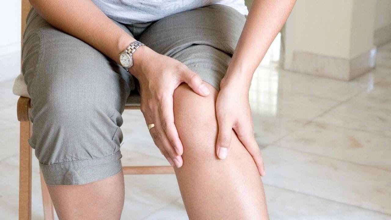 Triệu chứng của thoái hóa khớp gối thường là đau đầu gối, hạn chế di chuyển, khó khăn khi duỗi chân, khớp cứng, khó cử động…