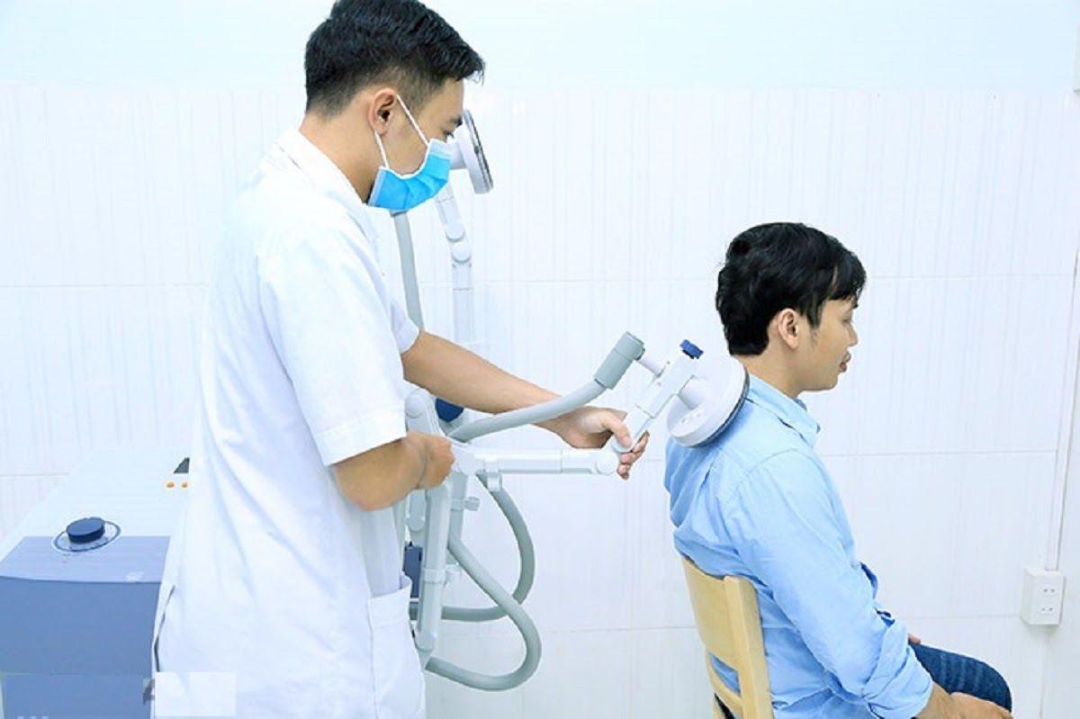 Điều trị thoái hóa khớp vai bằng vật lý trị liệu