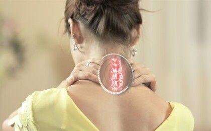 Bệnh thoát vị đĩa đệm cổ là gì? Nguyên nhân và triệu chứng thường gặp