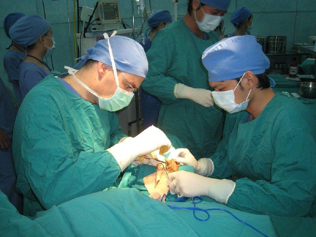 Phẫu thuật là một trong những phương pháp chữa trị thoát vị đĩa đệm vùng cổ
