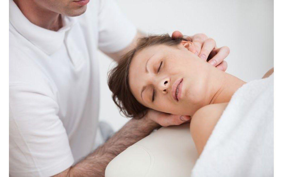 Trị liệu vật lý là phương pháp nên được áp dụng tích cực đối với bệnh lý thoát vị đĩa đệm cột sống cổ.