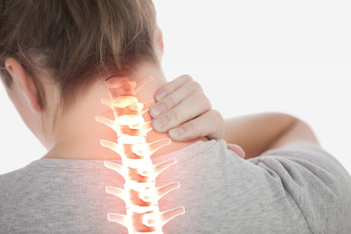 Thoát vị đĩa đệm cột sống cổ là bệnh lý xảy ra khi đĩa đệm cột sống cổ dịch chuyển ra khỏi vị trí bên trong đốt sống, gây nhiều triệu chứng đau khó chịu cho người bệnh