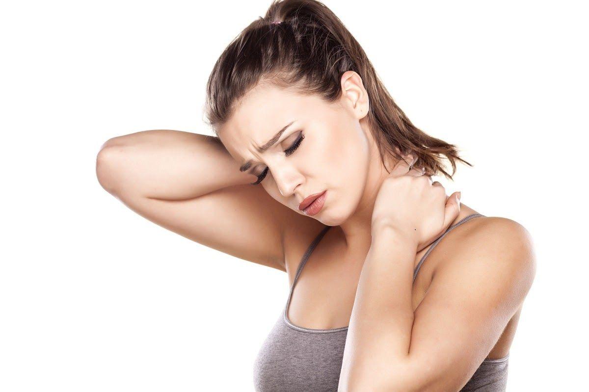 Đau nhức vùng cổ là triệu chứng điển hình của thoát vị đĩa đệm đốt sống cổ