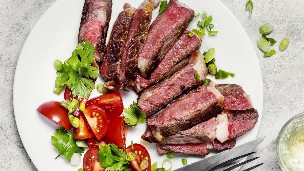 Người bệnh thoát vị đĩa đệm hạn chế ăn thịt đỏ