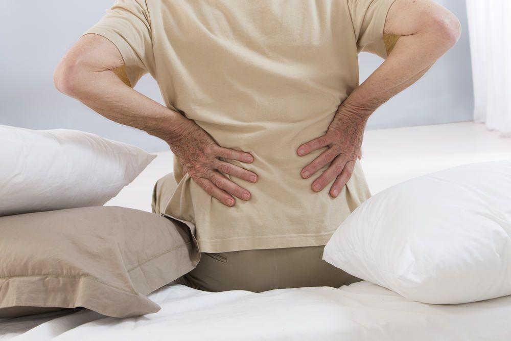 Thoát vị đĩa đệm thắt lưng gây đau tại thắt lưng và đau lan xuống chân