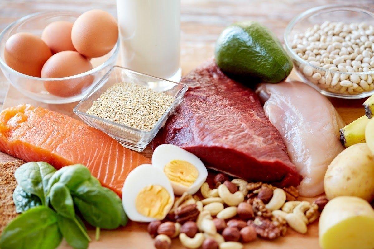 Cá, đậu nành, nấm và rau xanh đều là những món ăn rất tốt cho người bị khô khớp