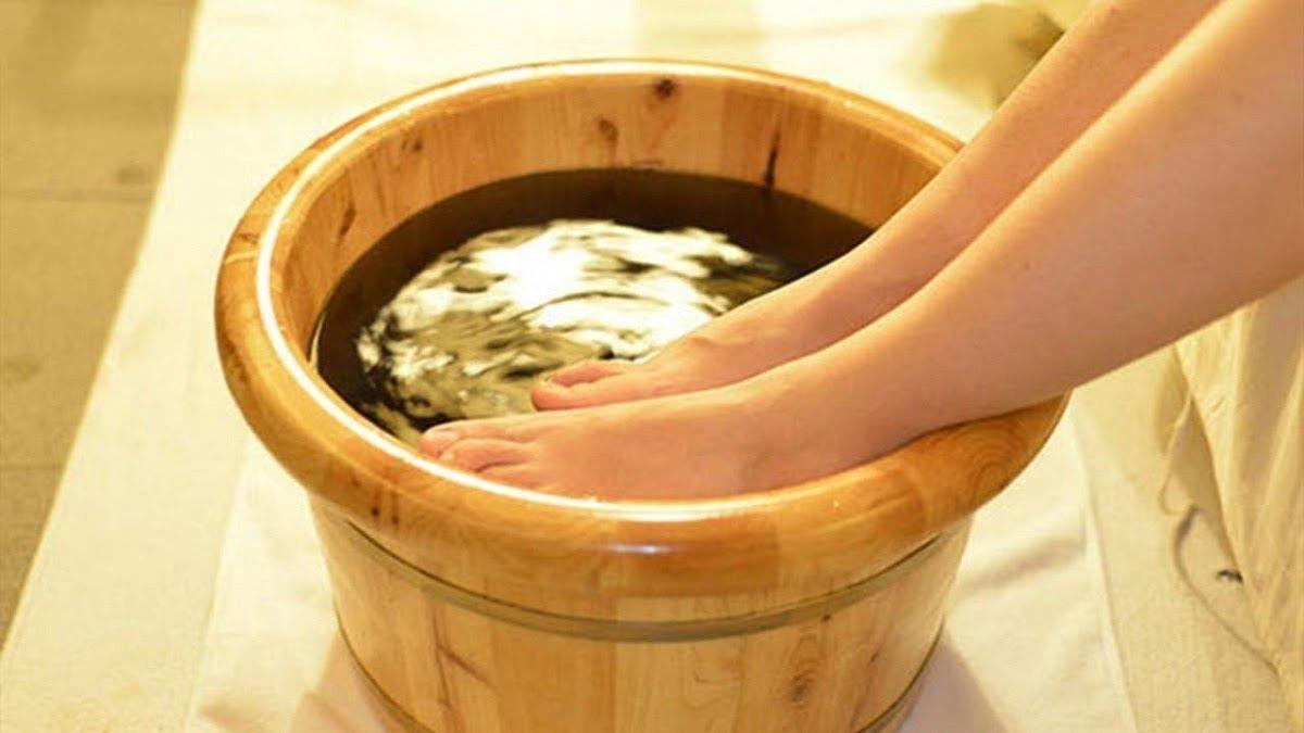 Ngâm chân giúp giảm những triệu chứng bệnh gout