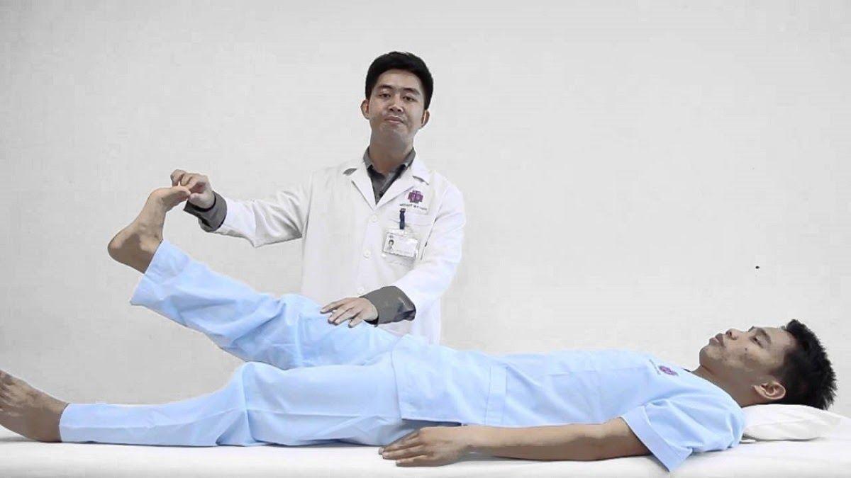 Tùy vào thể trạng, mức độ thoái hóa cột sống mà các chuyên viên sẽ hướng dẫn người bệnh thực hiện các động tác phù hợp