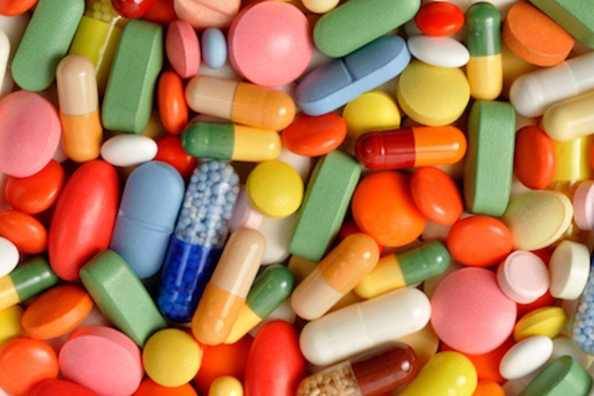 Các loại thuốc trong điều trị cho bệnh nhân giai đoạn đầu có thể kèm theo một số tác dụng phụ không mong muốn như rối loạn tiêu hoá, ảnh hưởng đến da, giác mạc