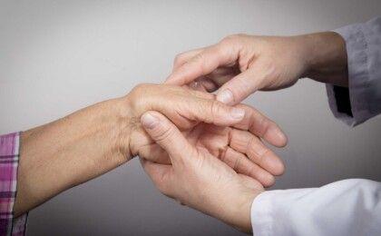 Bệnh viêm khớp dạng thấp có chữa được không?