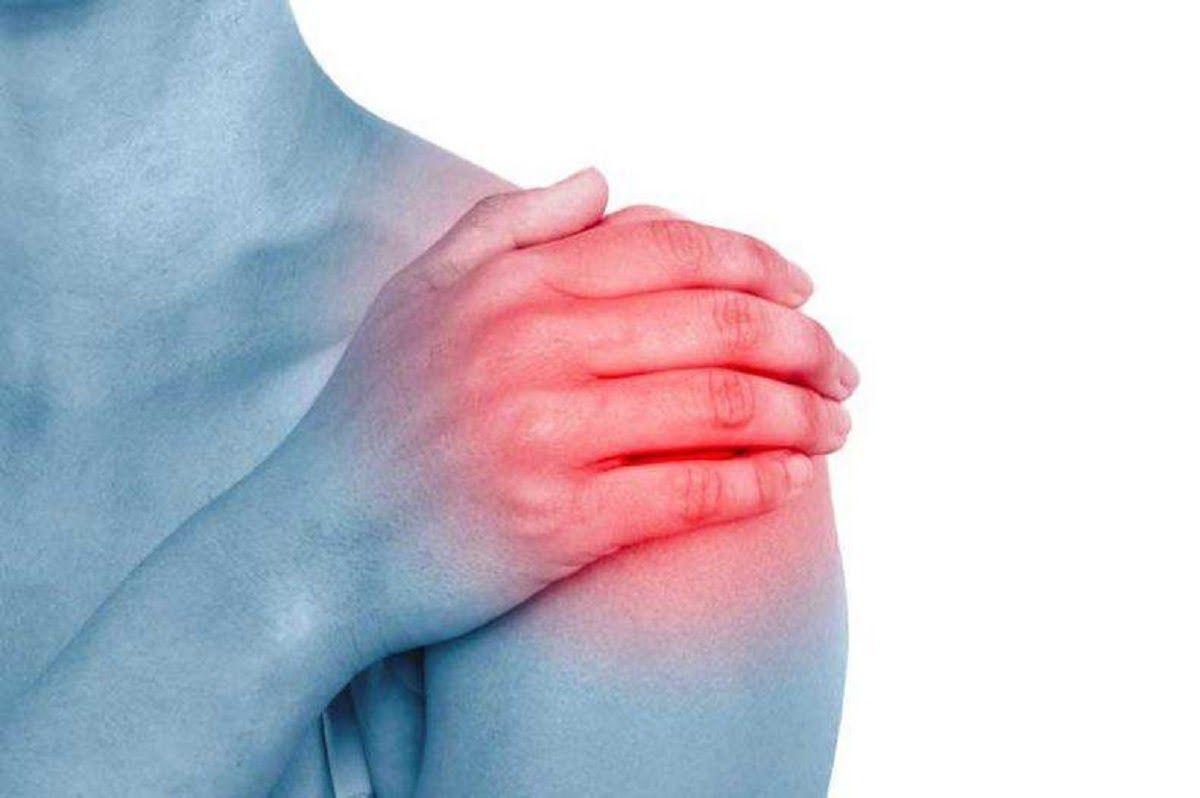 Lao động nặng hay hoạt động quá sức dễ gây viêm khớp vai
