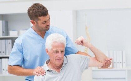 Điều trị thoái hóa khớp ở người cao tuổi như thế nào?