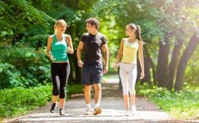 Thoái hóa khớp gối có nên tập yoga? Có nên đi bộ không?