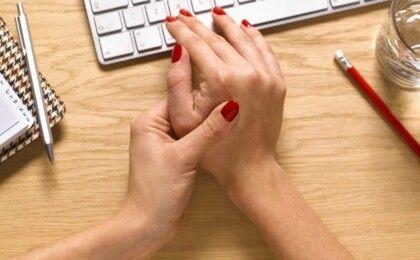 Nguyên nhân, triệu chứng và cách phòng tránh thoái hóa khớp tay