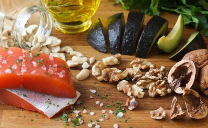 5 nhóm thực phẩm mà người bị thoái hóa khớp gối nên ăn