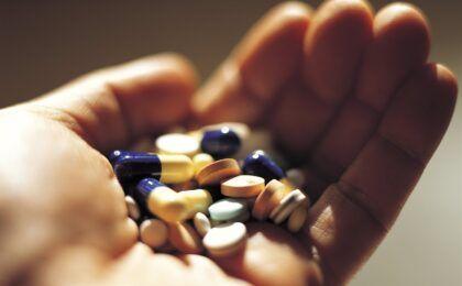 Thoát vị đĩa đệm dùng thuốc gì để điều trị?