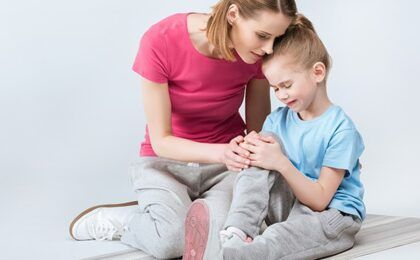 Viêm khớp dạng thấp ở trẻ em: nguyên nhân, triệu chứng và cách điều trị