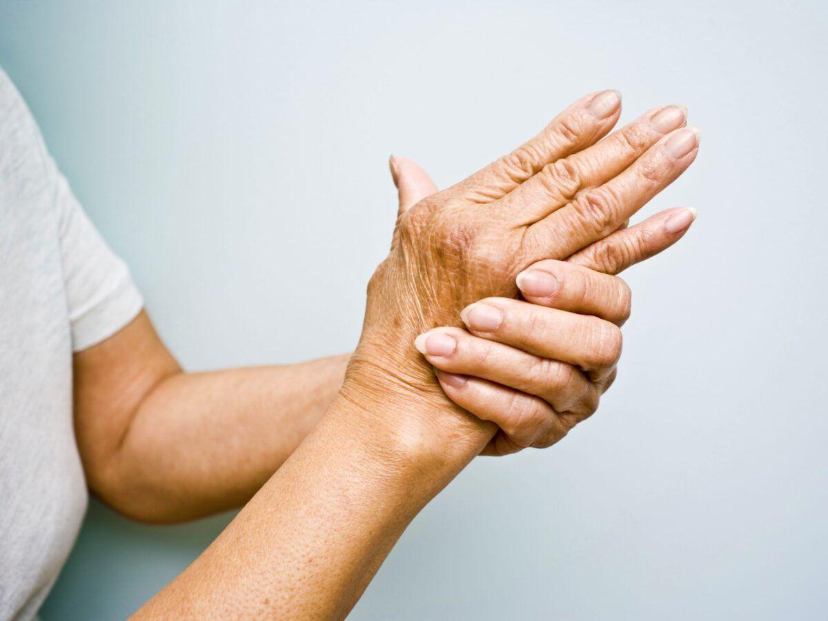 Thực hiện các bài tập để giảm đau khi bị viêm khớp tay