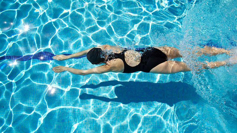 Chỉ nên bơi khoảng 30 phút mỗi ngày và không được bơi quá sức