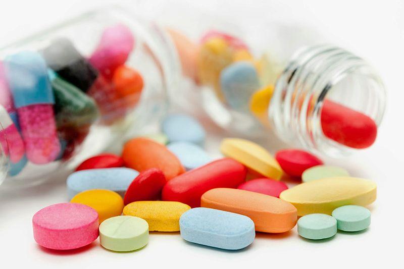 Thuốc giảm đau là phương pháp được đề xuất khi các triệu chứng của bệnh thường xuyên xuất hiện