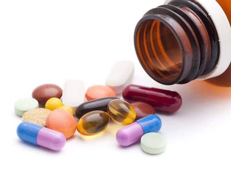 Dùng thuốc hỗ trợ điều trị đĩa đệm bị thoái hóa theo chỉ định của bác sĩ