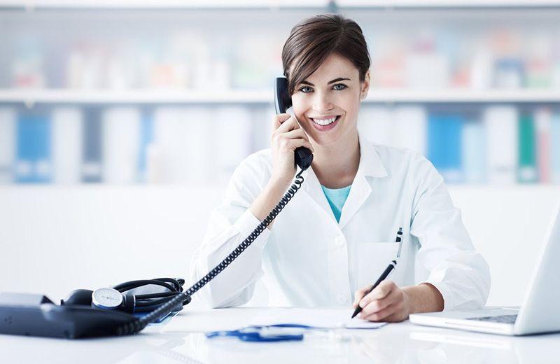 Liên hệ bác sĩ khi có thể có dấu hiệu bất thường để được hỗ trợ tư vấn khô khớp nên uống thuốc gì