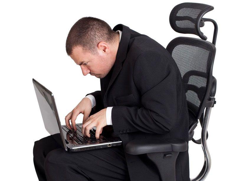 Ngồi sai tư thế trong thời gian dài rất dễ mắc bệnh