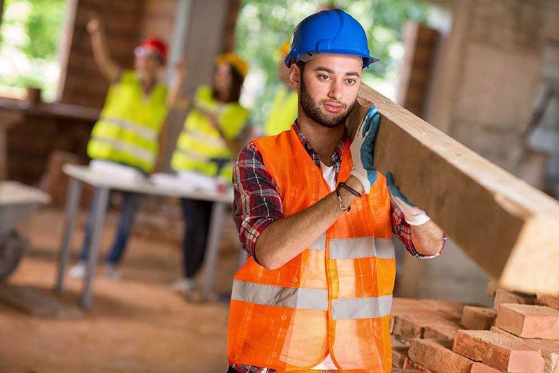 Người lao động nặng dễ mắc bệnh thoát vị đĩa đệm