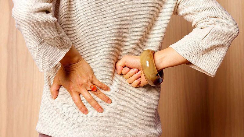 Thoái hóa cột sống thắt lưng gây những cơn đau âm ỉ kéo dài