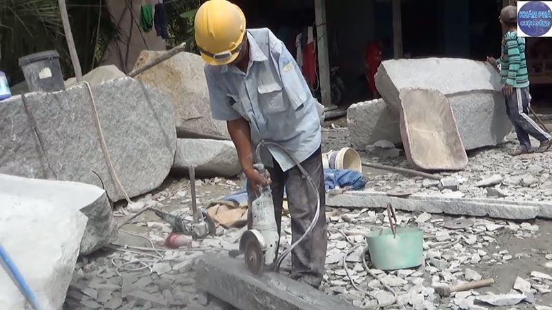 Tính chất công việc nặng nhọc là nguyên nhân chính gây bệnh ở độ tuổi trung niên