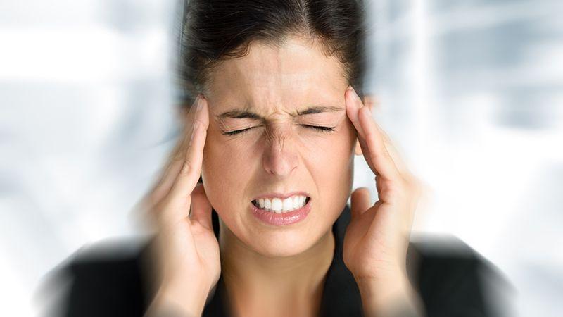 Đau đầu do thoái hóa đốt sống cổ gây ra nhiều ảnh hưởng đến đời sống sinh hoạt của người bệnh