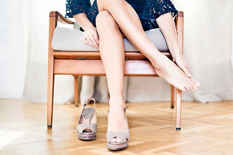Sử dụng giày cao gót thường xuyên khiến tình trạng bệnh nghiêm trọng hơn