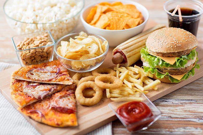 Thức ăn nhanh thúc đẩy quá trình lão hóa xương diễn ra nhanh hơn