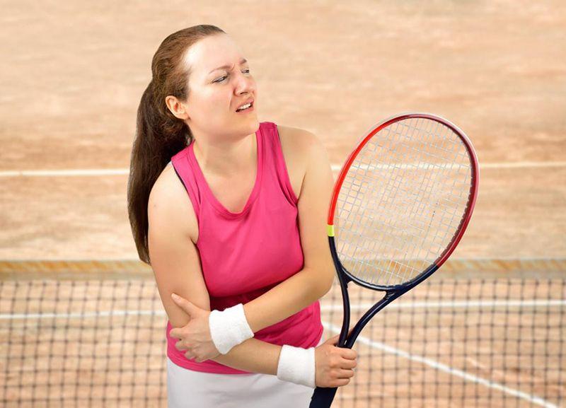 Tổn thương khớp khuỷu tay phải ở vận động viên Tennis