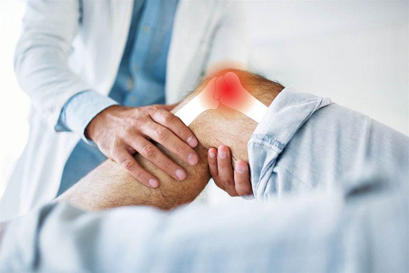 Nên đến gặp bác sĩ chuyên khoa xương khớp nếu bạn xuất hiện các biểu hiện nghi ngờ của bệnh viêm khớp dạng thấp