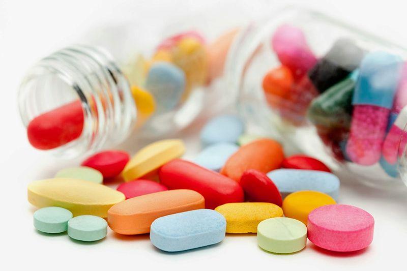 Các loại thuốc Tây y có công dụng xoa dịu tức thì các cơn đau cho bệnh nhân nhưng để lại nhiều tác dụng phụ