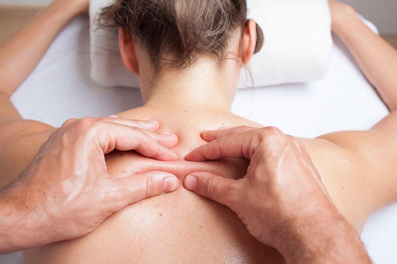 Xoa bóp bấm huyệt giúp bệnh nhân nhanh chóng hồi phục khả năng vận động của cơ thể