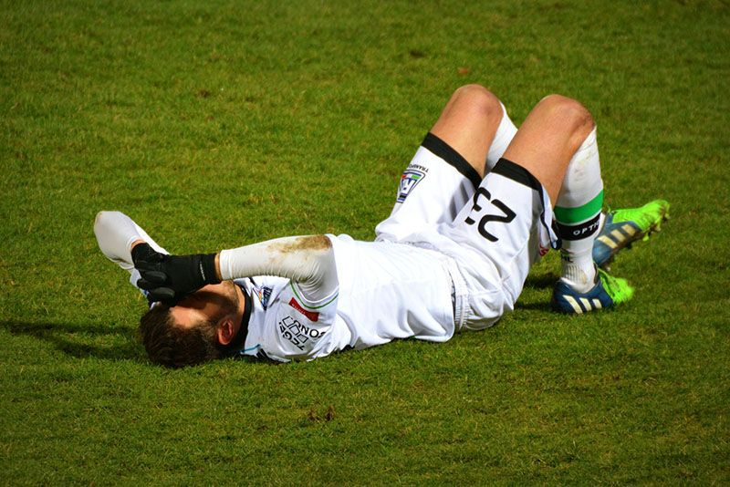 Chấn thương khi chơi thể thao dẫn đến nguy cơ khô khớp cổ chân
