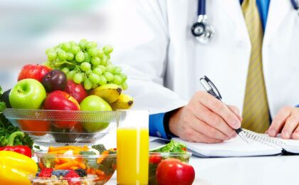 Bệnh nhân viêm khớp nên ăn gì để nhanh chóng hồi phục?