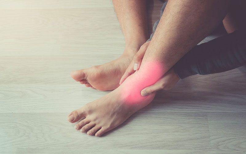 Bệnh viêm khớp cổ chân có 2 giai đoạn
