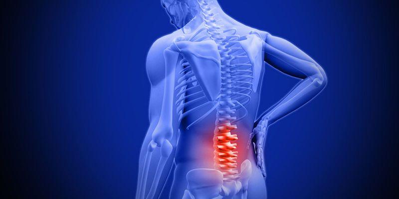 Khi các gai xương có sự cọ xát hay chèn ép sẽ dẫn đến các cơn đau nhói vùng thắt lưng