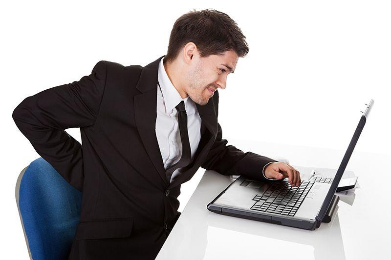 Người làm công việc văn phòng dễ bị gai đốt sống lưng