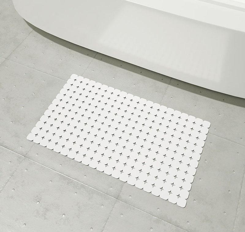 Lót thảm chống trượt ở những nơi như nhà tắm, lối đi để đề phòng té ngã cho bệnh nhân sau khi thay sụn khớp gối