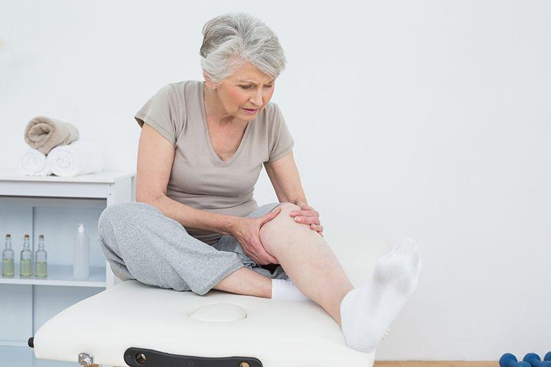 Thoái hóa khớp gối là căn bệnh khó tránh khỏi khi bước sang độ tuổi trung và cao niên
