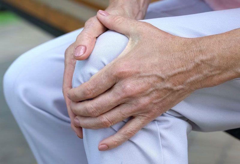 Viêm khớp gối nên có chế độ ăn uống phù hợp và giúp cải thiện bệnh